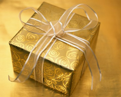 The Best Christmas Short Story I've Ever Read (The Gold Wrapping Paper)